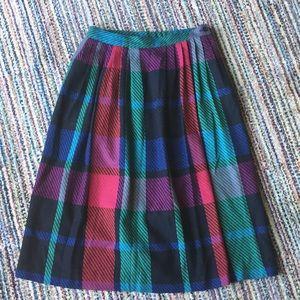 Dresses & Skirts - VINTAGE jewel toned plaid wool skirt